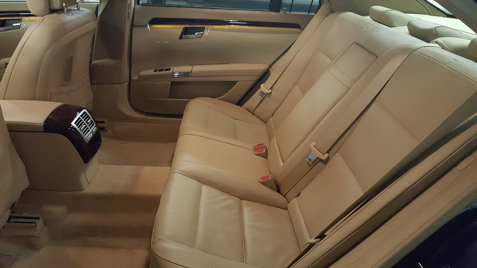 Premium Sedan Mercedes - Interior